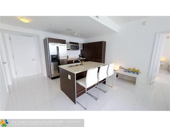 Condo/Co-op/Villa/Townhouse - Miami, FL (photo 3)