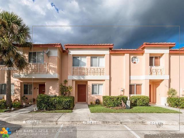 Condo/Co-op/Villa/Townhouse - Pembroke Pines, FL (photo 2)