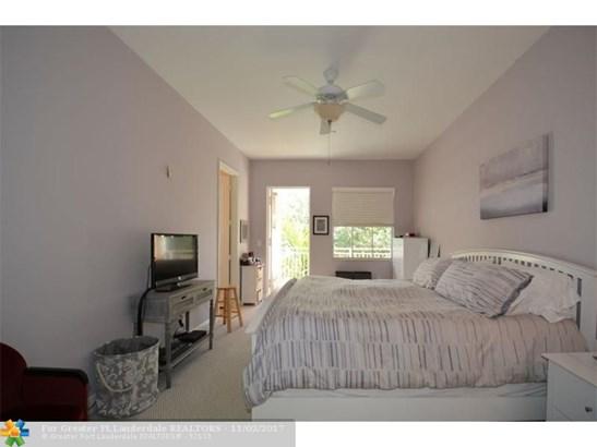 Condo/Co-op/Villa/Townhouse - Fort Lauderdale, FL (photo 5)