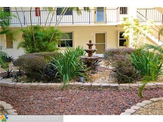 Condo/Co-Op/Villa/Townhouse, Condo 1-4 Stories - Lauderdale Lakes, FL (photo 2)