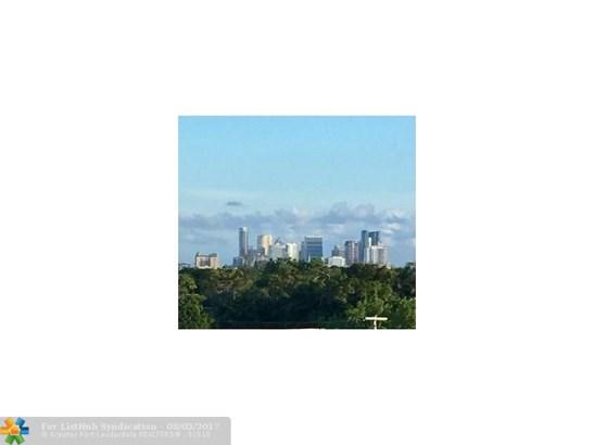 Condo/Co-Op/Villa/Townhouse, Condo 1-4 Stories - Wilton Manors, FL (photo 2)