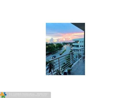 Condo/Co-Op/Villa/Townhouse, Condo 1-4 Stories - Wilton Manors, FL (photo 3)