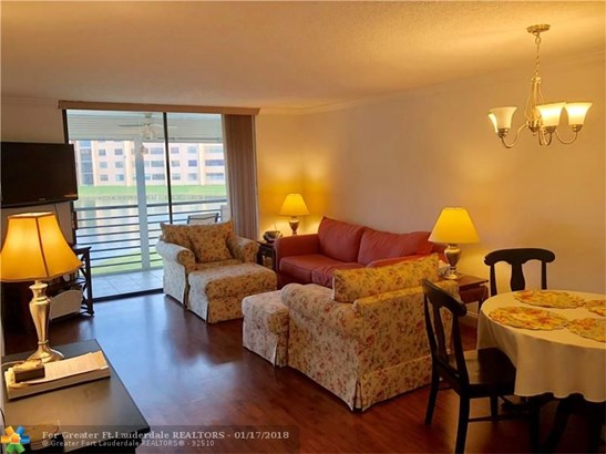 Condo/Co-op/Villa/Townhouse - Sunrise, FL (photo 1)