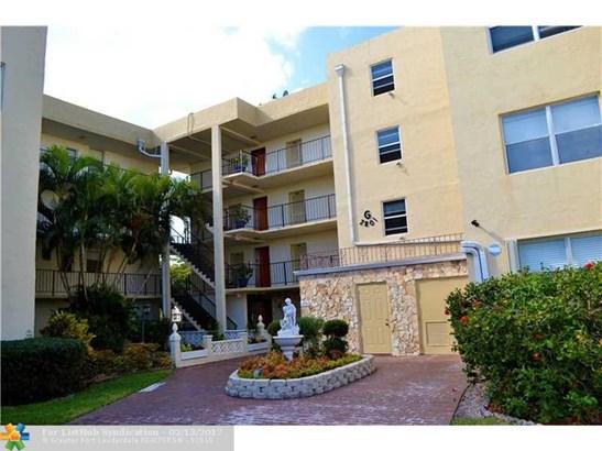 Condo/Co-op/Villa/Townhouse - Lauderdale Lakes, FL (photo 1)