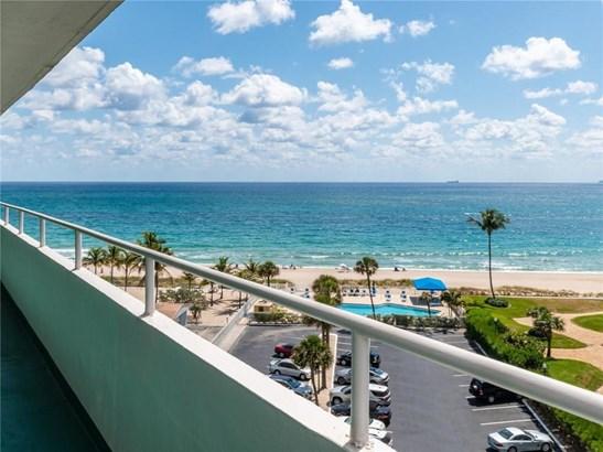 Condo/Co-op/Villa/Townhouse - Lauderdale By The Sea, FL