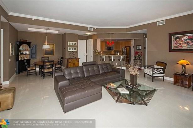 Condo/Co-op/Villa/Townhouse - Wilton Manors, FL (photo 4)