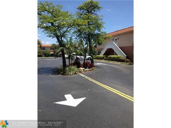 Condo/Co-op/Villa/Townhouse - Oakland Park, FL (photo 2)