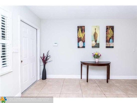 Pool Only, Single Family - Wilton Manors, FL (photo 5)