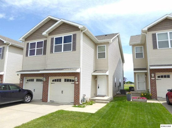 SINGLE FAMILY - ATTACHED, 2 Story - Dubuque, IA