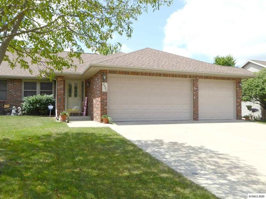 1 Story, SINGLE FAMILY - ATTACHED - Dubuque, IA