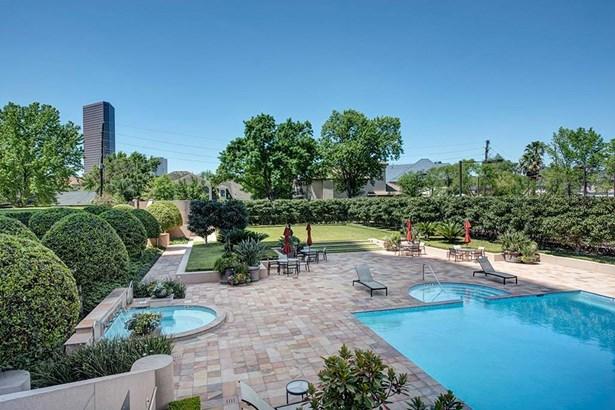 Traditional, Mid/Hi-Rise Condominium - Houston, TX