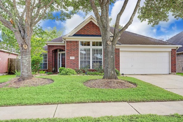 Traditional, Single-Family - Pearland, TX