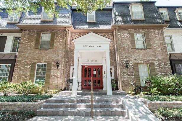 Condominium, Colonial - Houston, TX