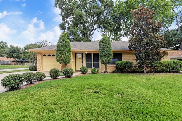 Ranch,Traditional, Cross Property - Houston, TX