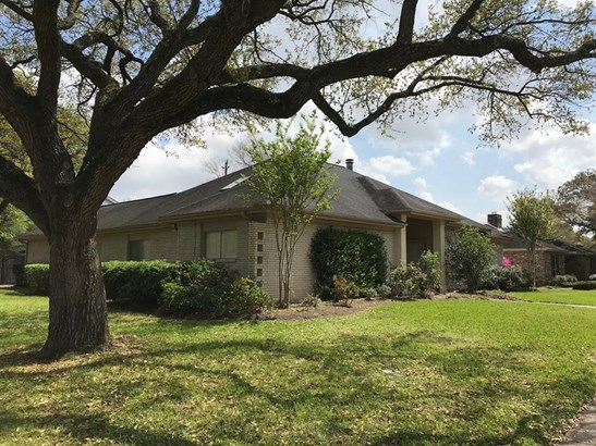 Traditional, Cross Property - Houston, TX