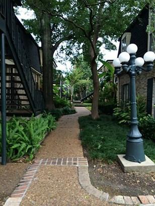 English,Traditional, Townhouse Condominium - Houston, TX
