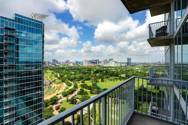 Mid/Hi-Rise Condo - Houston, TX