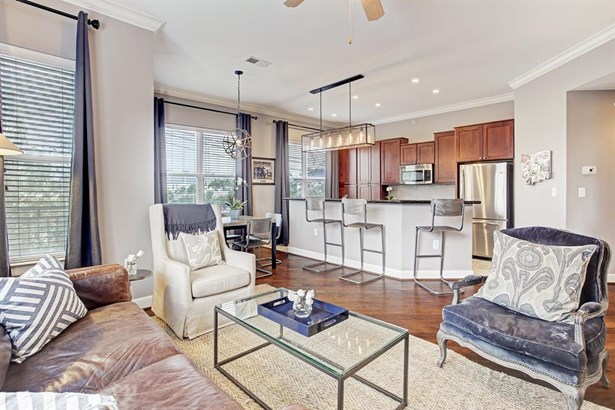 Mid/Hi-Rise Condo - Houston, TX
