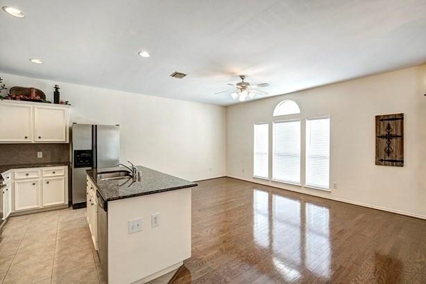 Townhouse Condominium, Traditional - Houston, TX (photo 2)