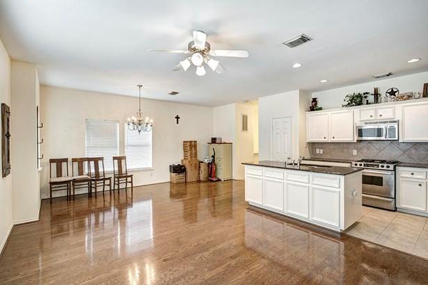 Townhouse Condominium, Traditional - Houston, TX (photo 3)
