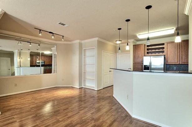 Mid/Hi-Rise Condominium - Houston, TX (photo 1)