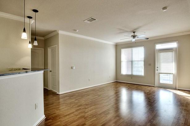 Mid/Hi-Rise Condominium - Houston, TX (photo 2)