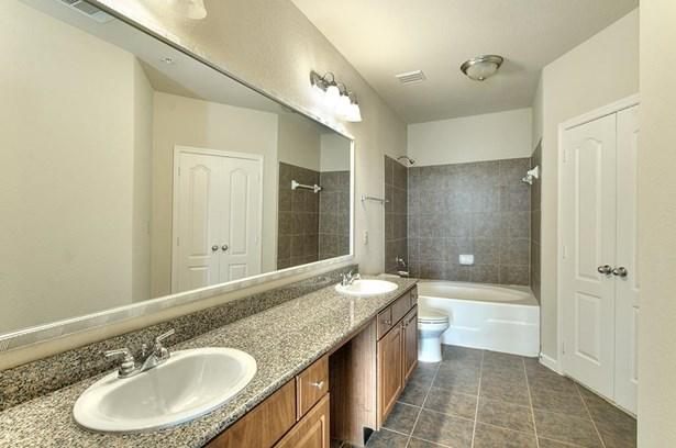 Mid/Hi-Rise Condominium - Houston, TX (photo 5)
