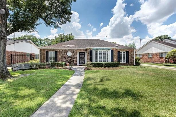 Traditional, Cross Property - Houston, TX