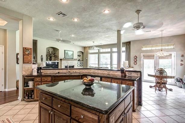 Colonial,Traditional, Cross Property - Livingston, TX (photo 5)
