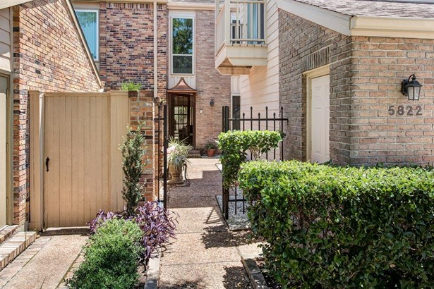 Condominium, Traditional - Houston, TX (photo 2)
