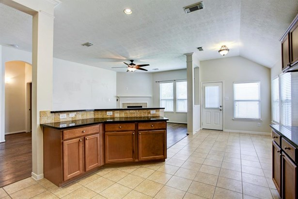 Single Family Detached, Traditional - Tomball, TX (photo 4)