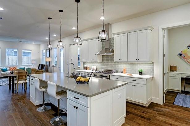 Contemporary/Modern,Traditional, Cross Property - Houston, TX (photo 4)