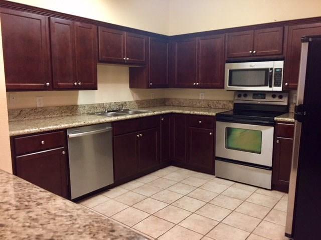 Townhouse Condominium, Traditional - Houston, TX (photo 4)
