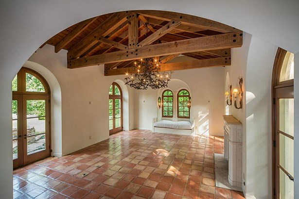 Mediterranean,Traditional, Cross Property - Houston, TX (photo 5)