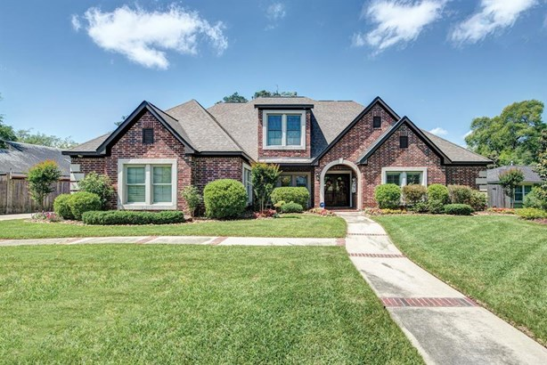 Traditional, Cross Property - Spring Valley Village, TX (photo 1)