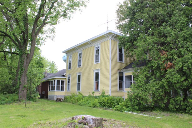 Farm House, 2 Story - Sharon, WI