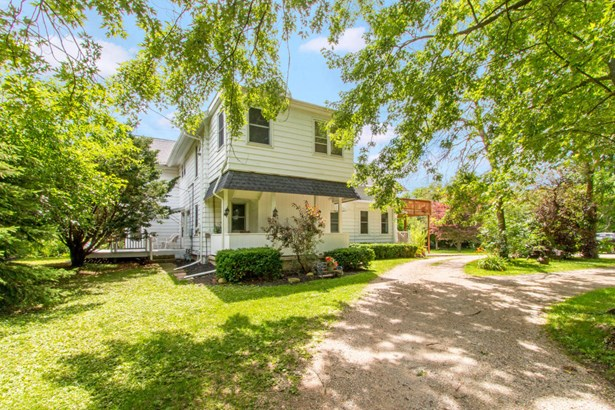Victorian/Federal, 2 Story - Walworth, WI (photo 1)