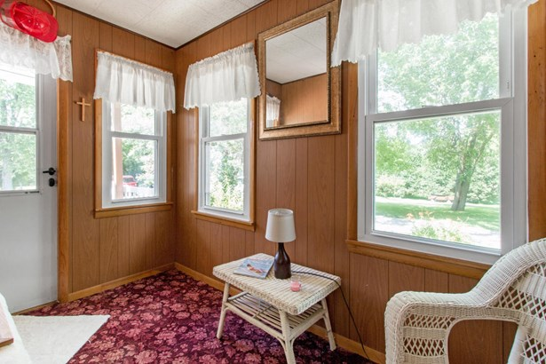 Victorian/Federal, 2 Story - Walworth, WI (photo 5)