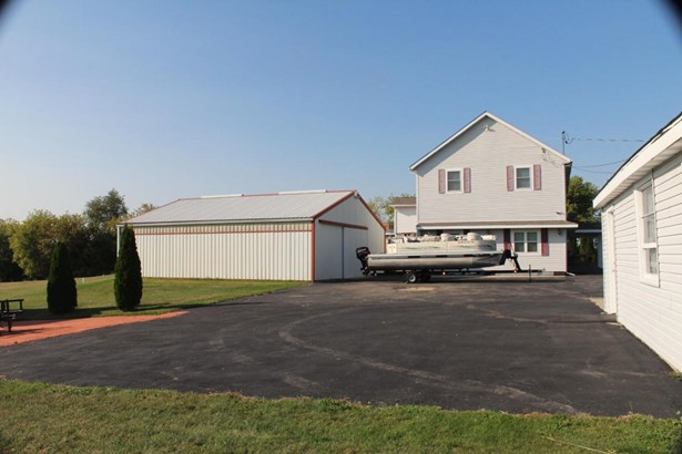 Colonial,Farm House, 2 Story - Whitewater, WI (photo 3)