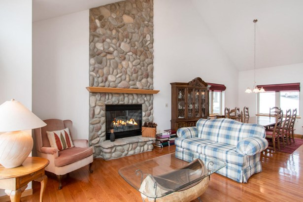 Contemporary, 2 Story,Exposed Basement - Elkhorn, WI (photo 3)