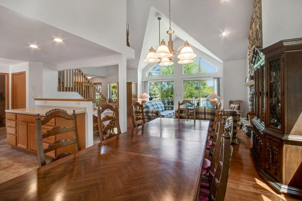 Contemporary, 2 Story,Exposed Basement - Elkhorn, WI (photo 4)