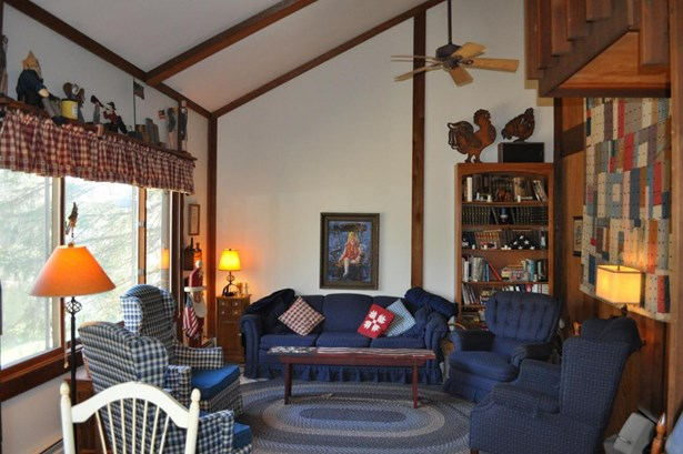 1.5 Story,Exposed Basement, Contemporary - Elkhorn, WI (photo 3)