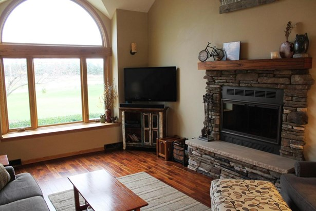1.5 Story, Contemporary - Whitewater, WI (photo 4)