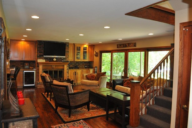 Ranch, 1 Story,Exposed Basement - Elkhorn, WI (photo 2)