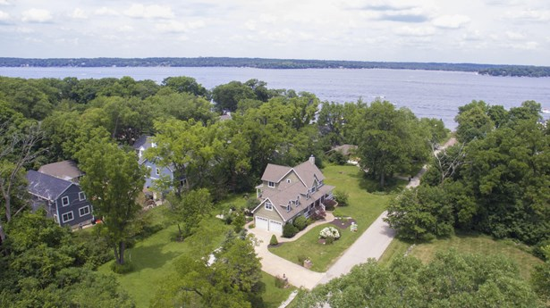 Colonial, 2 Story,Exposed Basement - Fontana, WI