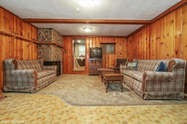 Raised Ranch, 1 Story,Exposed Basement - Genoa City, WI (photo 5)