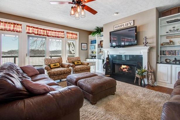 Contemporary, 2 Story,Exposed Basement - Whitewater, WI (photo 3)