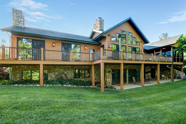 1.5 Story, Log Home - Elkhorn, WI (photo 1)