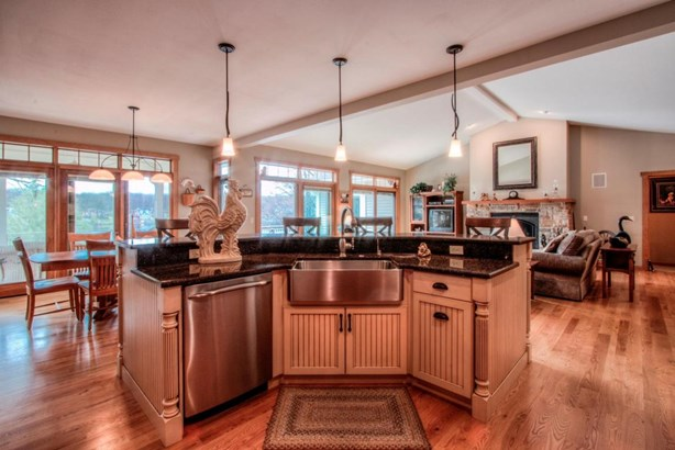 1 Story,Exposed Basement, Prairie/Craftsman,Ranch - Elkhorn, WI (photo 4)