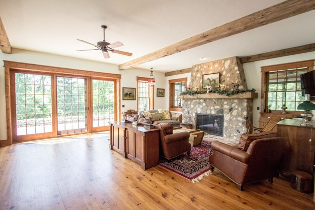 Contemporary, 2 Story - Elkhorn, WI (photo 2)